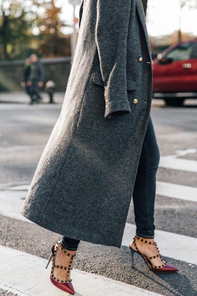 Обувь в базовом гардеробе, босоножки Rockstud
