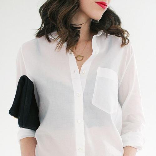 белая рубашка, красная помада