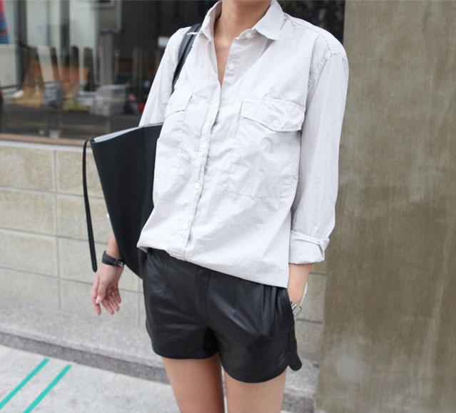 летний базовый гардероб, минималистичный гардероб, кожаные шорты