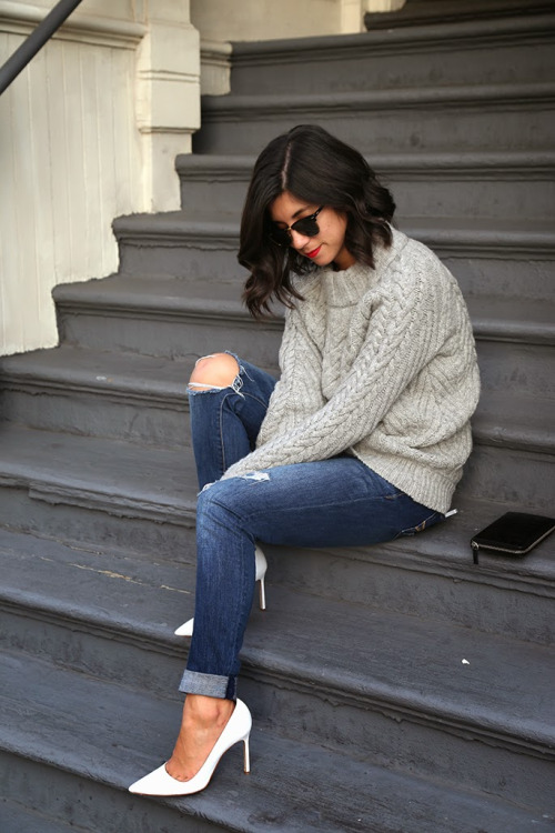 свитер, джинсы, туфли-лодочки