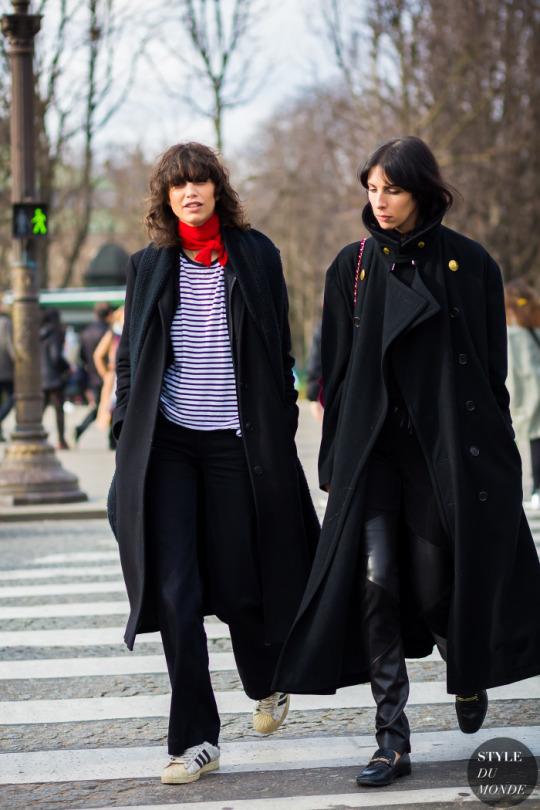 breton stripe, полоска, темное пальто, шейный платок