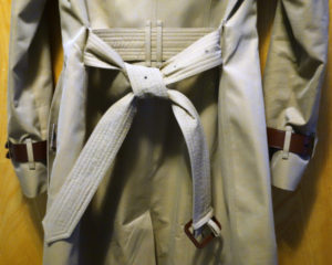 How-To-Tie-a-Burberry-Belt-Knot-131